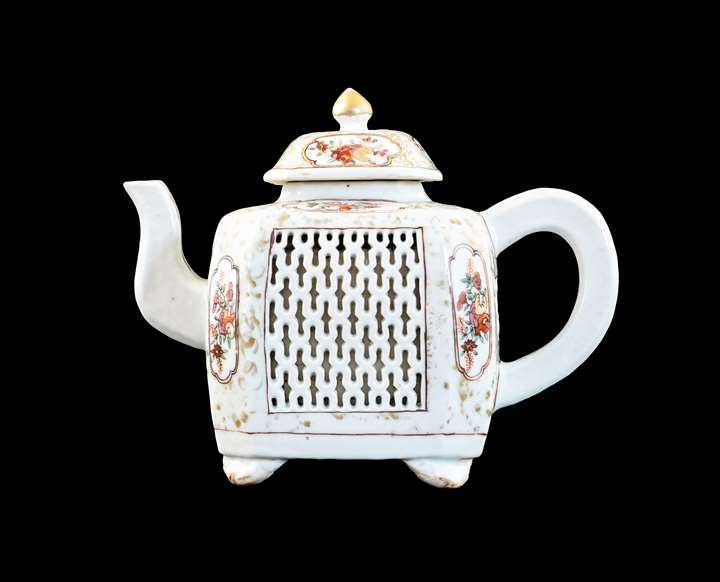 GG: Chinese export porcelain teapot with reticulated panels